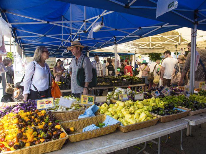7. Visitez le marché local