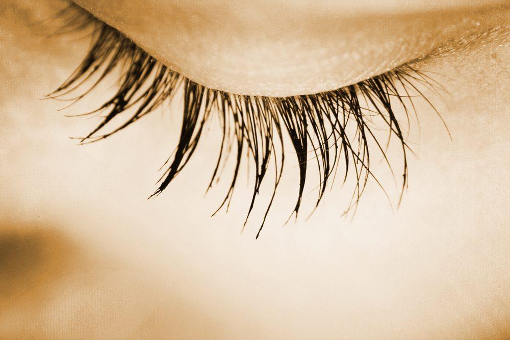 Erreur maquillage: appliquer du mascara sur les cils du bas