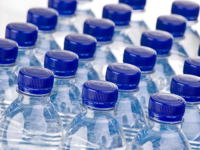 Adieu, eau embouteillée, on préfère l'eau parfumée aux arômes naturels!