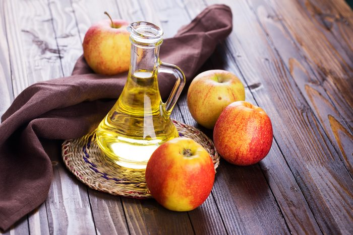 Le vinaigre de cidre de pomme élimine le poison de l'herbe à puce
