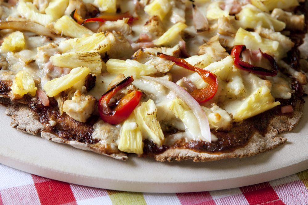 Un met canadien traditionnel à goûter: la pizza «canadienne»
