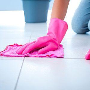 6. Vadrouillez vos planchers avec de l'eau.