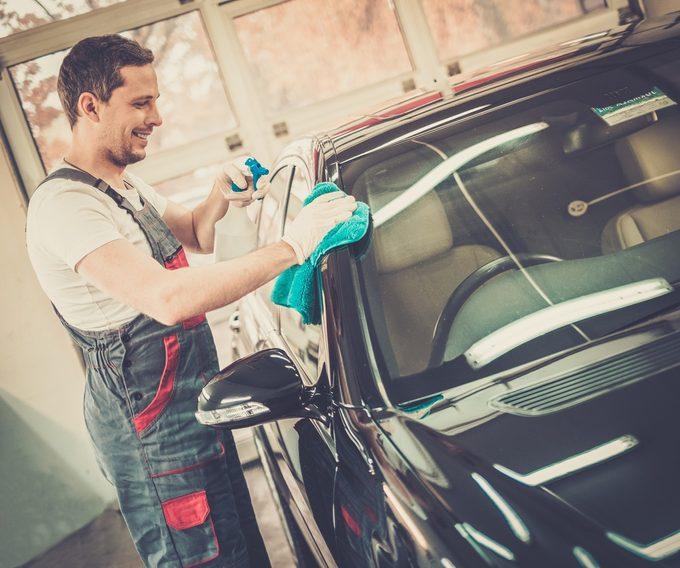 7 accessoires pour nettoyer votre voiture comme un pro!