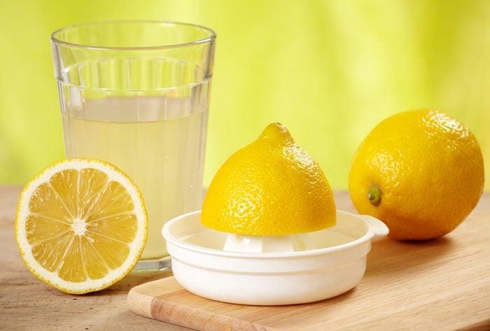 13. Le dernier truc pour nettoyer l'argent: le jus de citron