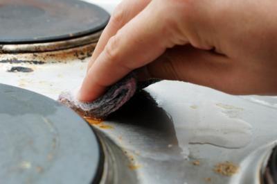Le meilleur truc pour nettoyer l'extérieur de votre four