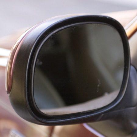 Le résultat final : le miroir du rétroviseur parfaitement remplacé