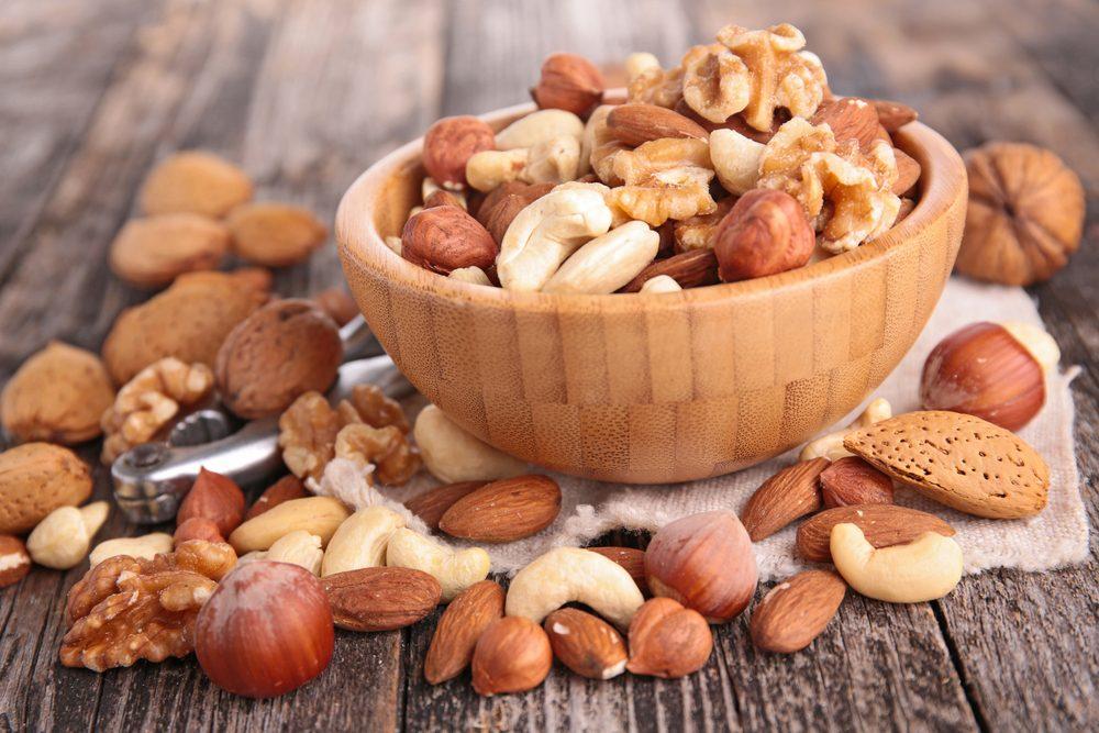 Pour faire baisser son taux de cholestérol, mangez des noix.