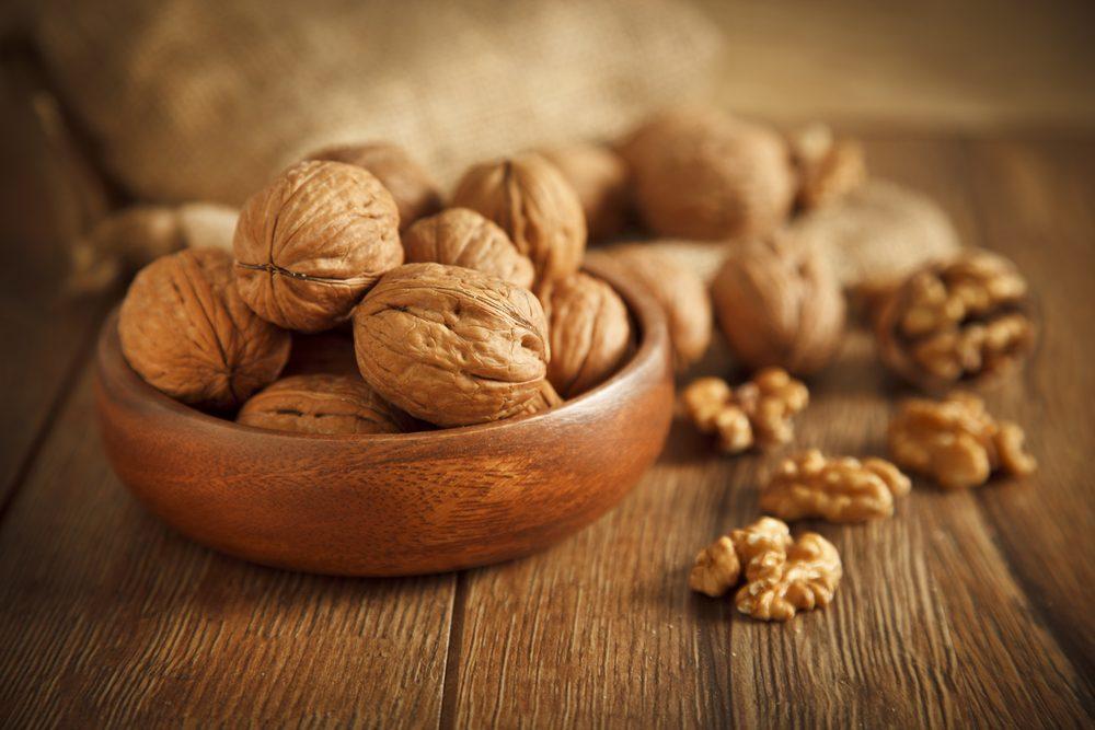 Les noix de Grenoble et les amandes sont riches en protéines végétales
