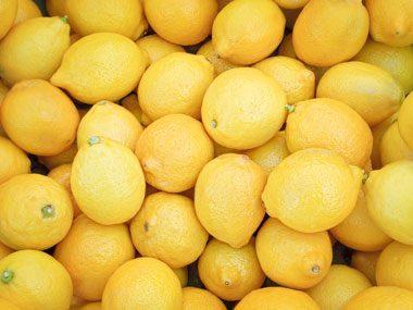 Le jus de citron : pour nettoyer le réfrigérateur
