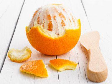 La pelure d'orange : pour nettoyer les taches d'eau