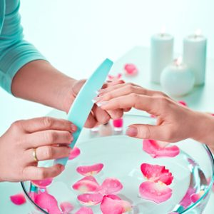 2. Utilisez les faux ongles de cellulose