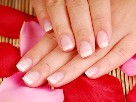Laissez vos ongles au naturel