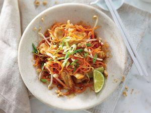 Recette facile: Pad thaï de nouilles de carottes au poulet