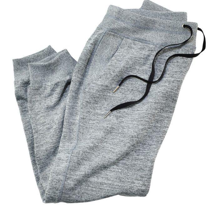 Les pantalons de sport, c'est chic