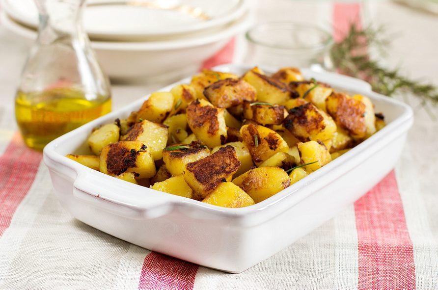 Une recette de patates à l'ail au four.
