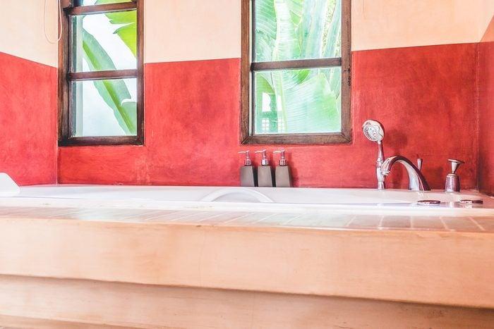 N'hésitez pas à changer la peinture si vous rénovez la salle de bain.