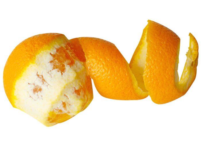 Servez-vous de pelures d'orange pour éloigner les insectes