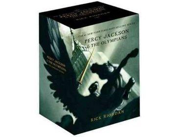 4. Coffret Percy Jackson & The Olympians de Rick Riordan (en anglais) - 21,94$ (9-12 ans)