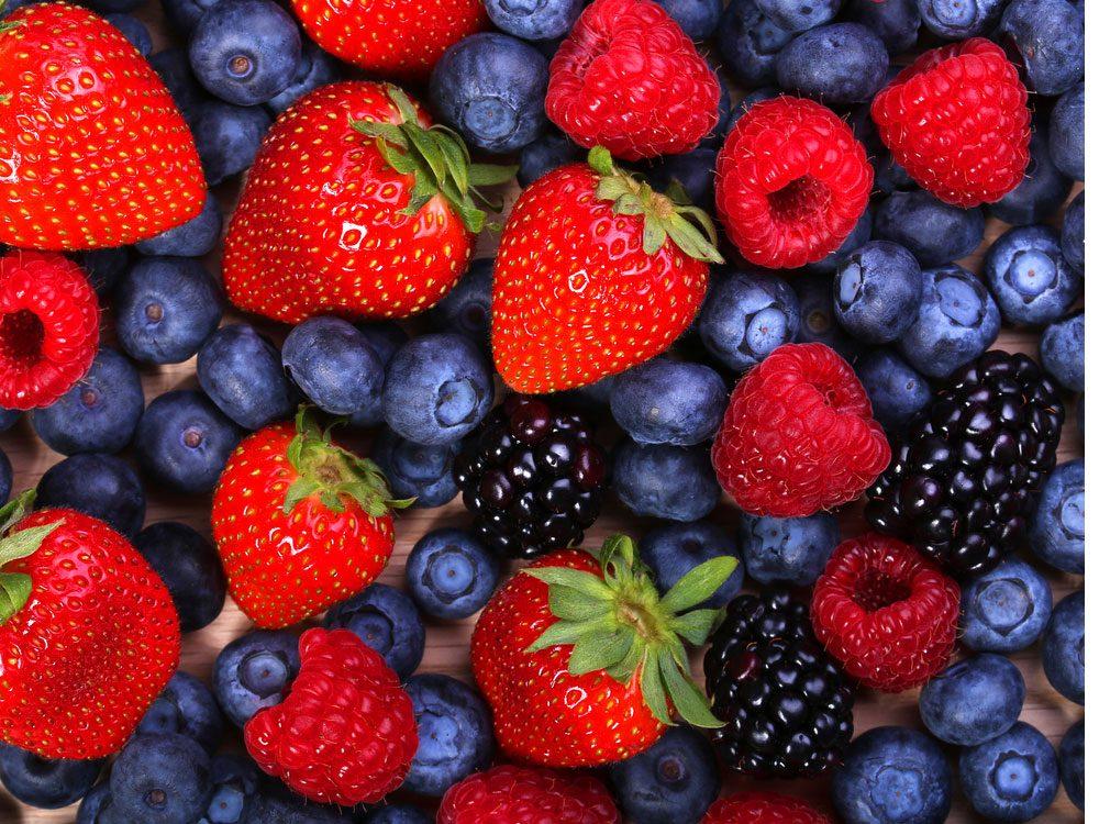 1. Bleuets, mûres, framboises et fraises
