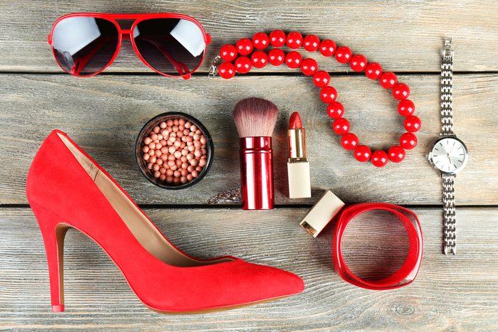 Erreur beauté: ne pas oser les accessoires colorés après 40, 50 ou 60 ans