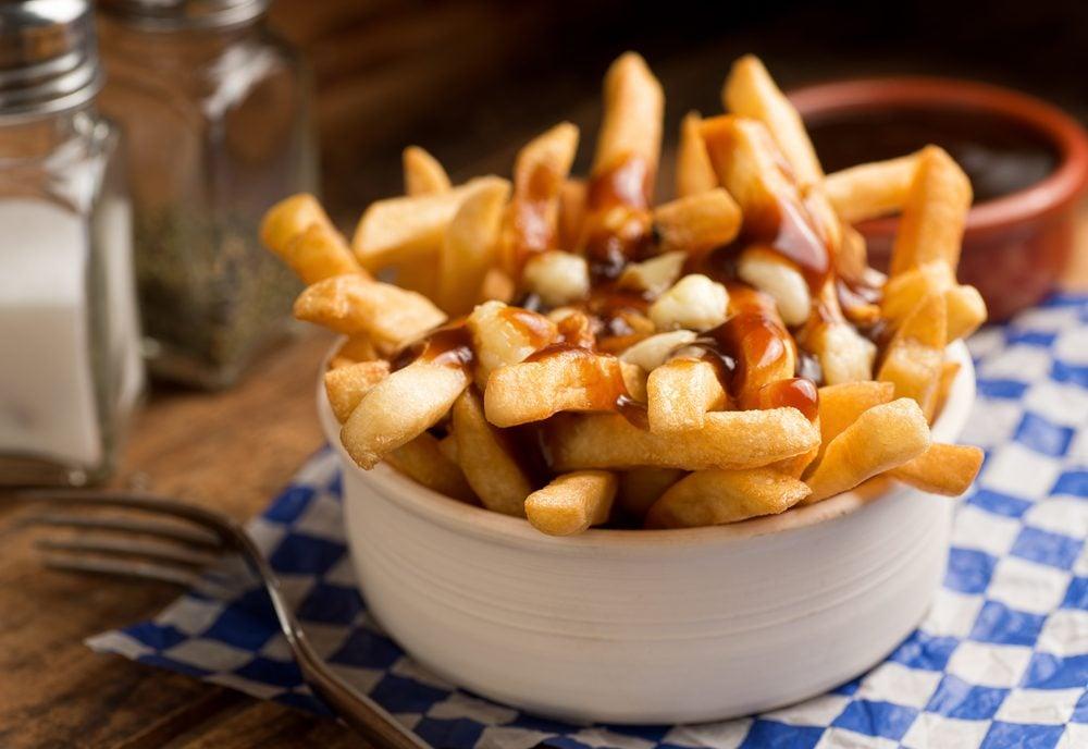 Le plat canadien traditionnel à essayer immédiatement: la poutine