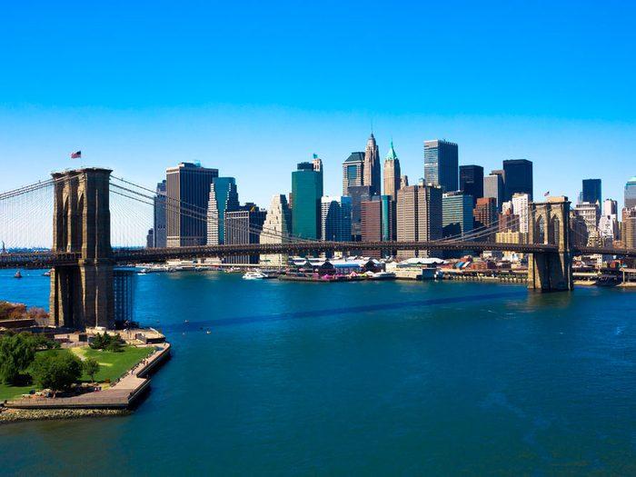 Le selfie new-yorkais classique: le pont de Brooklyn