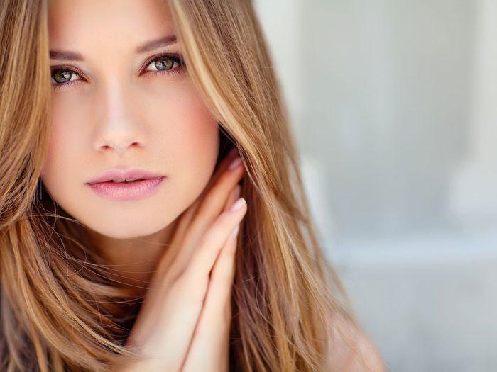 Avec les soins appropriés, vous pouvez estomper les pores de la peau.