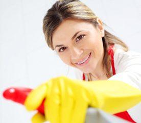 4. Lavez les murs, les armoires, les plinthes et les boiseries