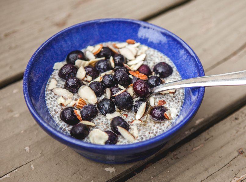 Essayez le pudding au chia pour un petit-déjeuner santé.