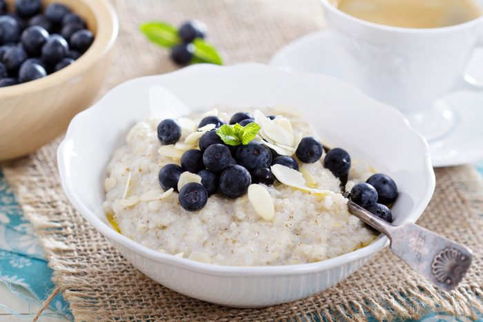 Quoi manger pour avoir plus d'énergie? Un déjeuner riche en fibres.
