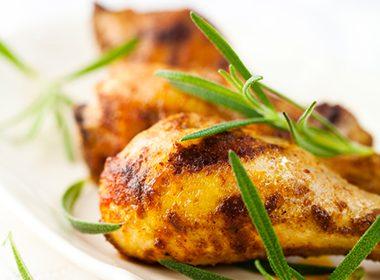 Poulet r ti farci au romarin au citron et l ail - Cuisiner un poulet roti ...