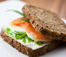 6. Sandwich au saumon, gingembre mariné et wasabi