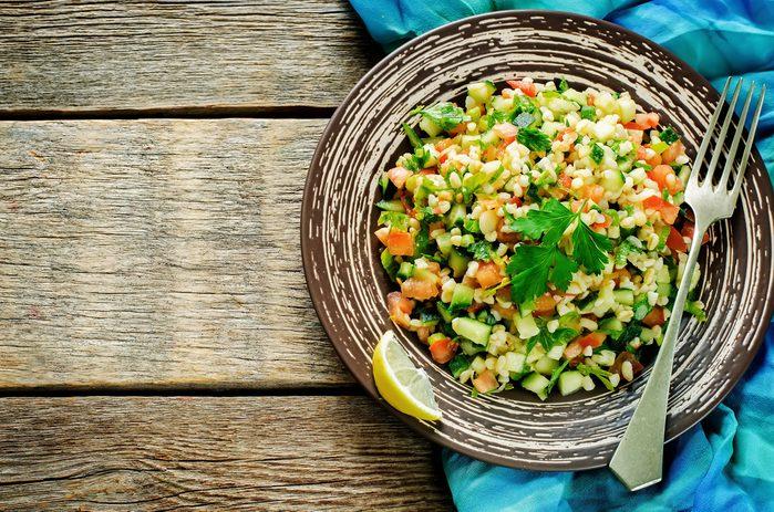1. La recette de repas froid par excellence pour vos pique-niques: le taboulé à la grenade et aux pignons