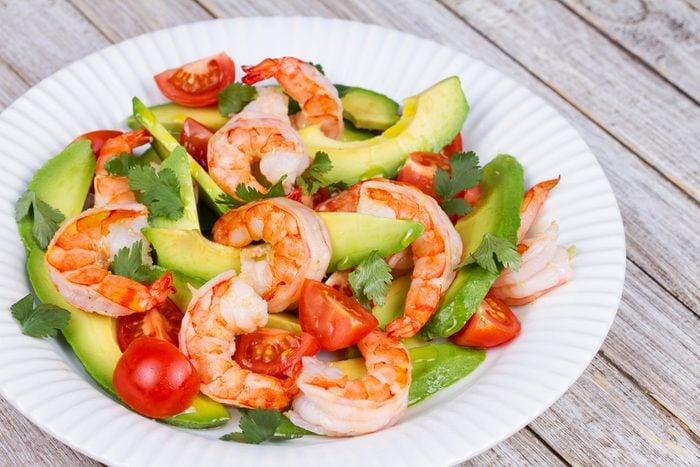 Une salade avocat et crevettes qui convient aux diabétiques