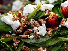 Recette de salade aux herbes, au chèvre et aux cajous