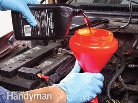Étape 4 - Changer le fluide de transmission : versez la nouvelle huile
