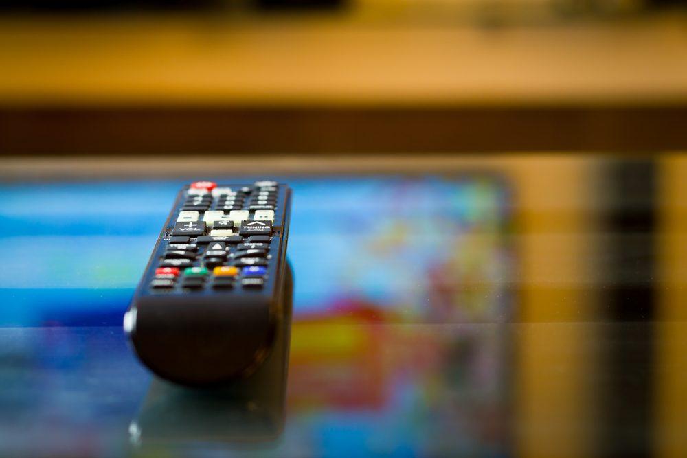 Gestion du stress: regardez les nouvelles pour vous calmer et relativiser vos problèmes.