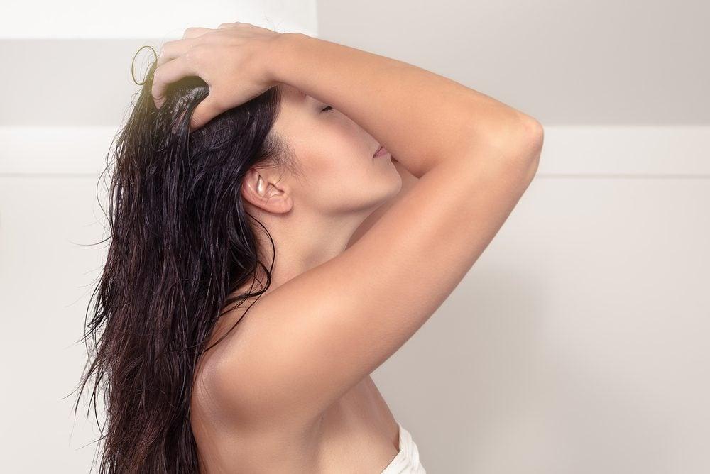 L'huile d'olive à la rescousse des cheveux secs et abîmés.