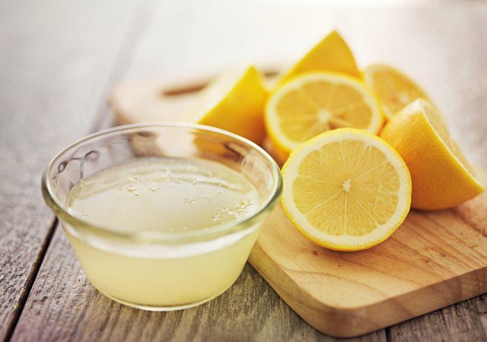 Le jus de citron élimine l'huile toxique de l'herbe à puce