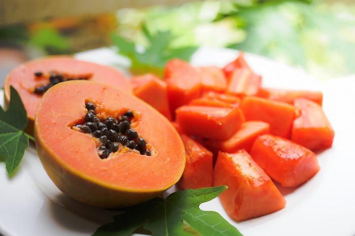 Soin des lèvres sèches à la papaye.