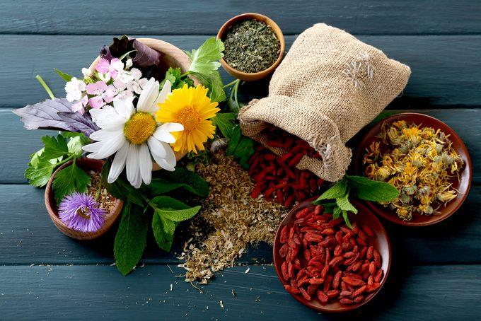 Remèdes naturels et plantes médicinales: efficaces ou non?