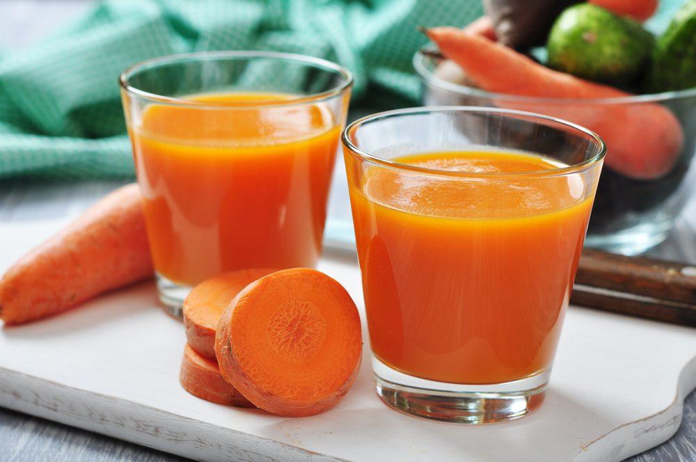 Un remède naturel à base de jusde carottes et de menthe pour soigner vos maux de ventre