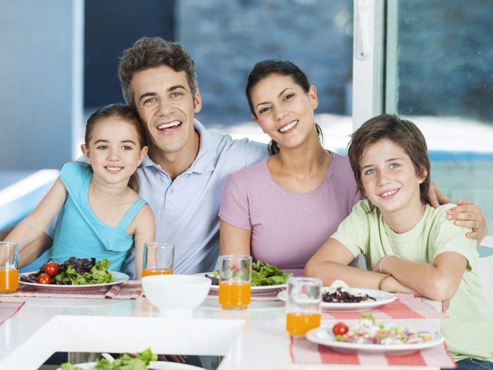 6. Prenez les repas en famille