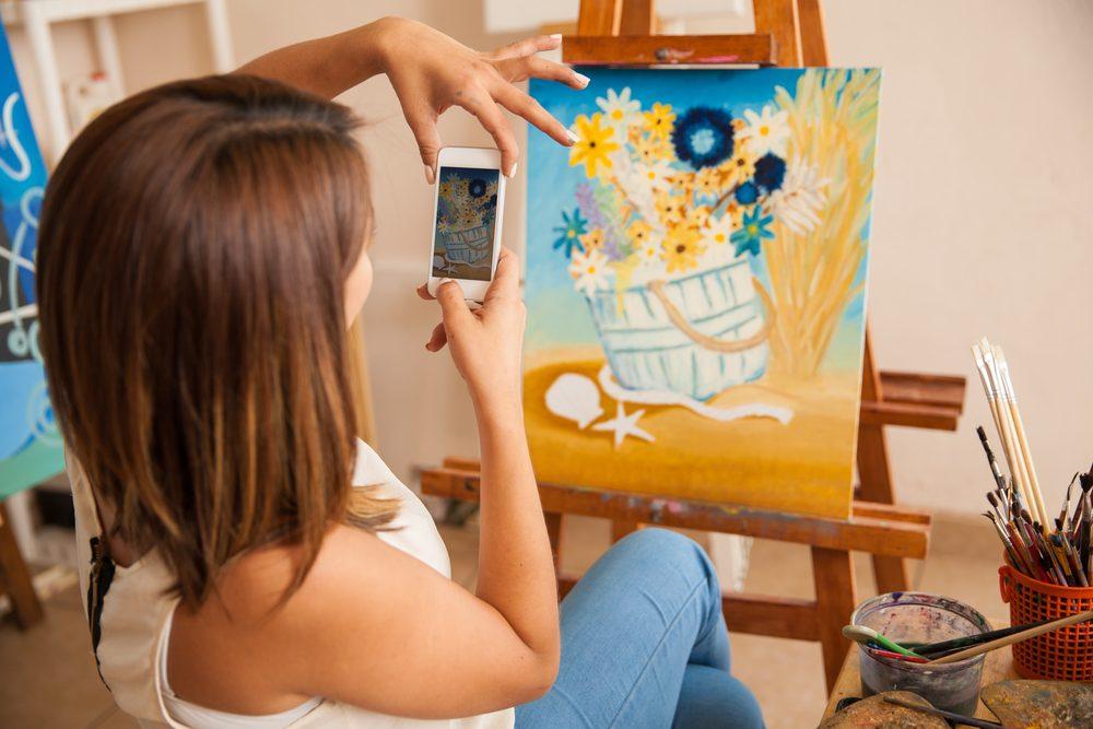 Avantage des médias sociaux : promouvoir ses œuvres et se faire connaître
