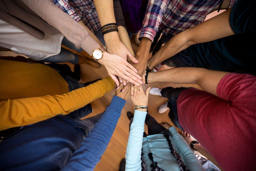 Avantage des réseaux sociaux : des lieux de solidarité