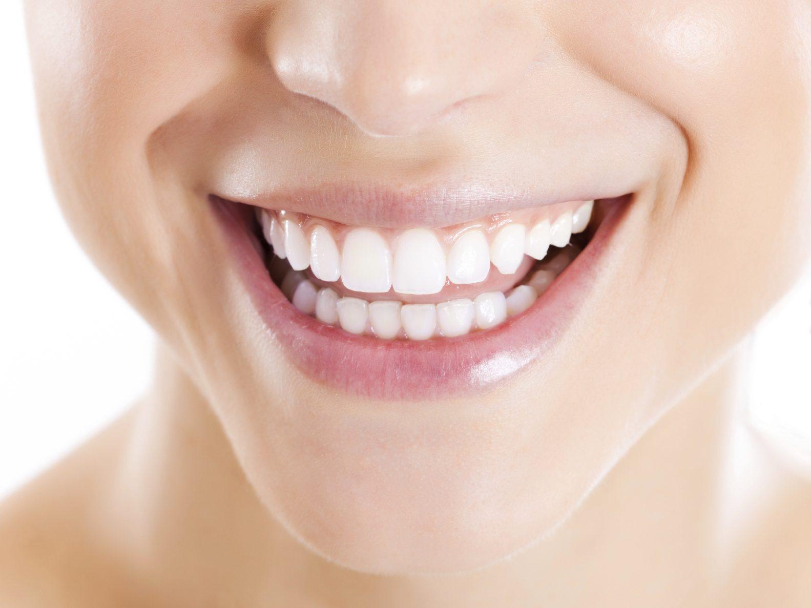 Se rincer la bouche avec de l 39 huile efficace ou non - La femme a la bouche fendue ...