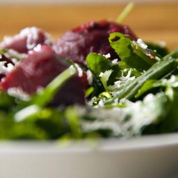 Recette de salade d'épinards au fromage de chèvre et betteraves
