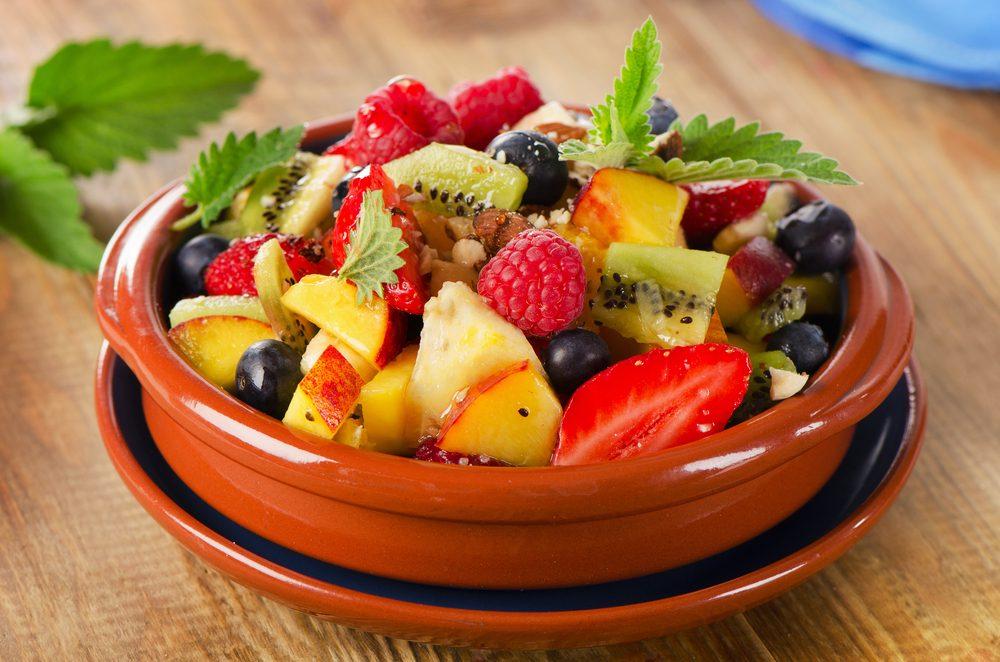 Une salade de fruits faible en glucides