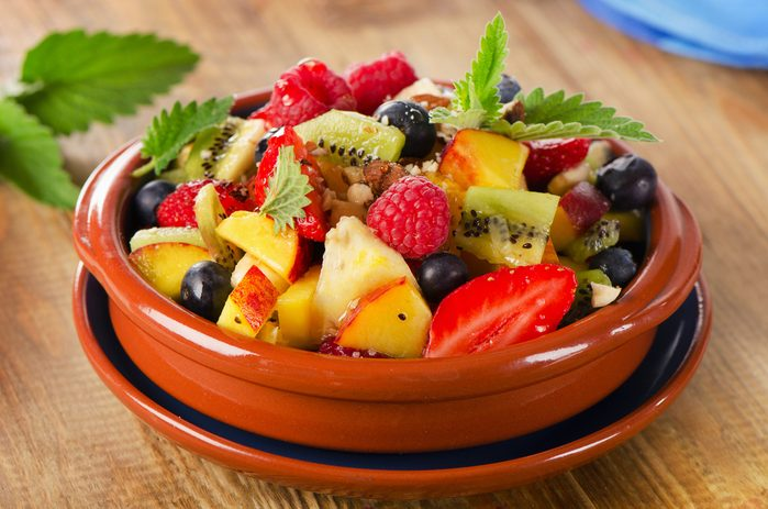 Une salade de fruits faible en glucides