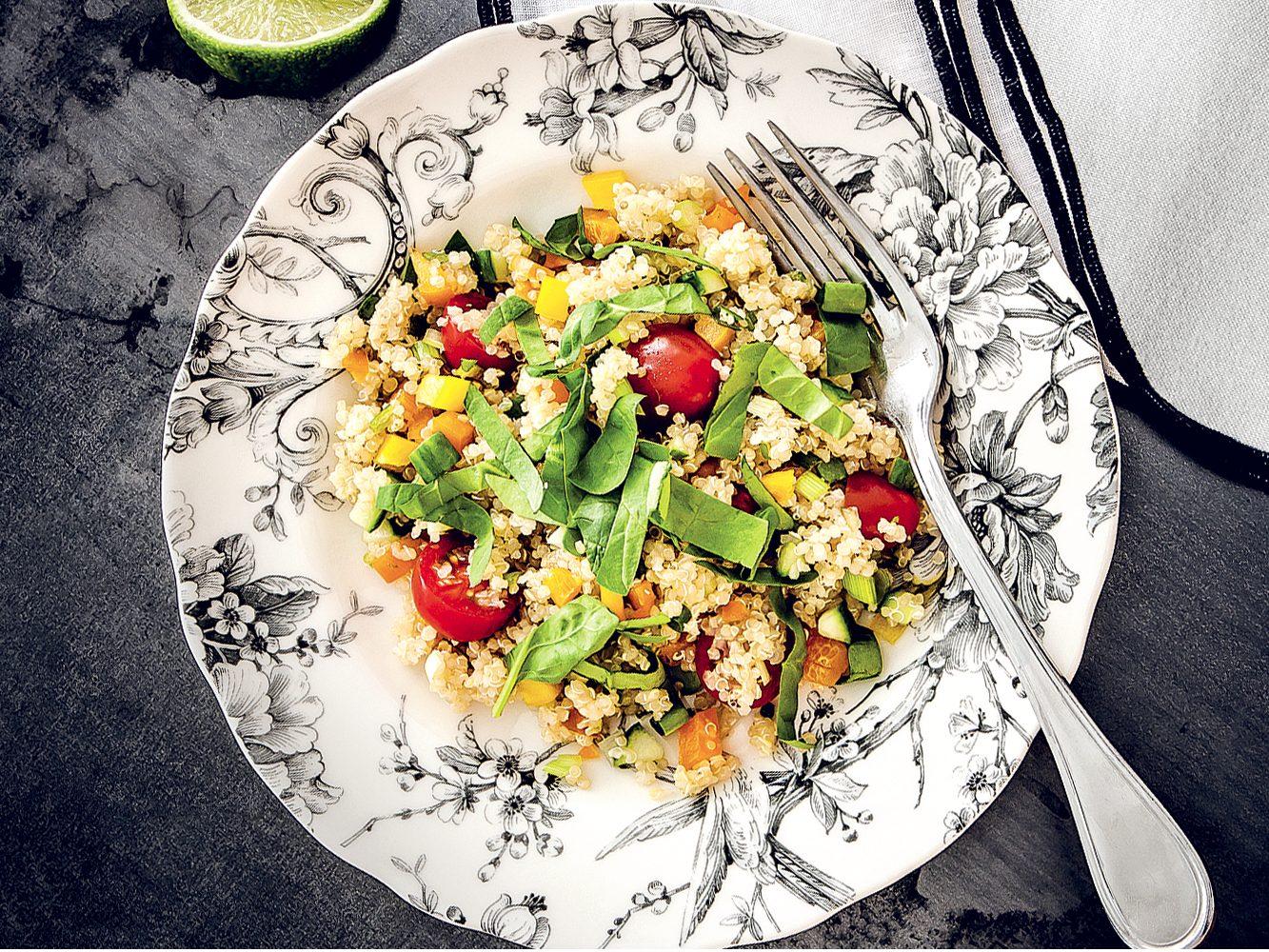 Une salade santé au quinoa et légumes